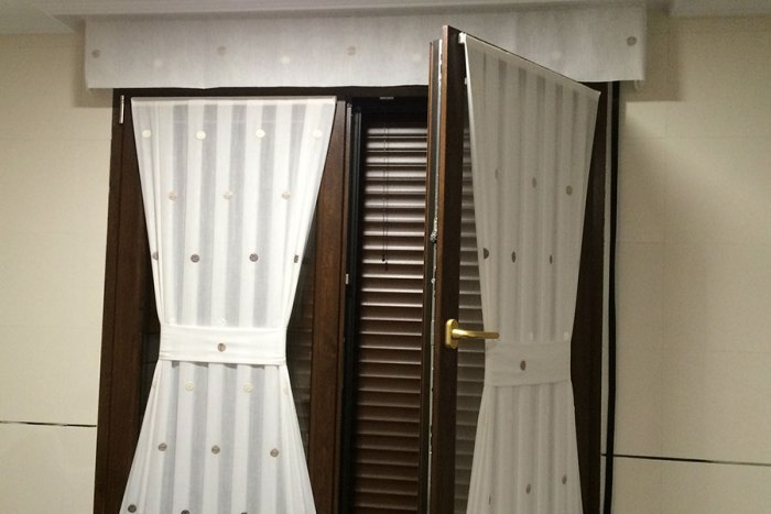 Claves para elegir la mejor cortina de cocina cortinajes - Cortinas para puertas de cocina ...