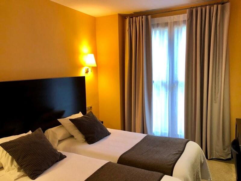 cortinas habitacion hotel