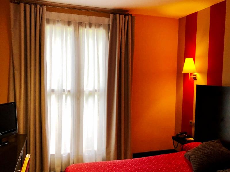 paredes habitacion hotel