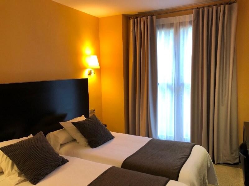 Tipos de tejidos de cortinas opacas para hoteles